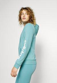 adidas Performance - Bluza rozpinana - mint ton/white - 3