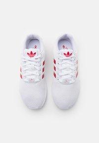 adidas Originals - ZX FLUX UNISEX - Matalavartiset tennarit - footwear white/scarlet - 3