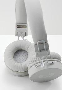 Fresh 'n Rebel - CAPS WIRELESS HEADPHONES - Headphones - cloud - 7
