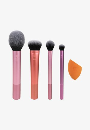 EVERYDAY ESSENTIALS SET - Set de brosses à maquillage - -
