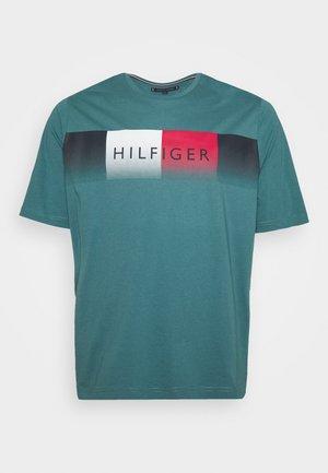 COOL FADE TEE - T-shirt med print - green