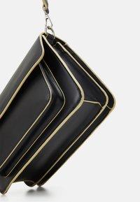 HVISK - BASEL RESPONSIBLE - Across body bag - black - 3