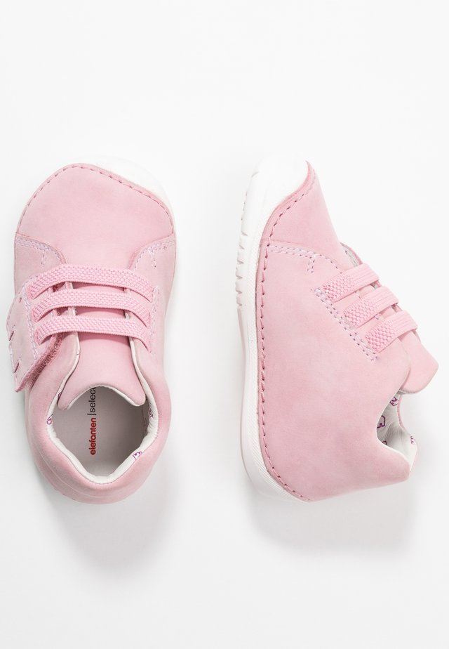 LISO - Chaussures premiers pas - pink