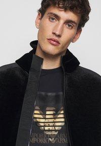 Emporio Armani - T-Shirt print - dark blue - 5