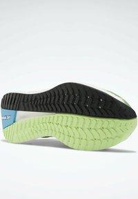 Reebok - Stabilty running shoes - green - 5