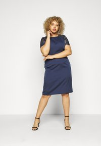 Chi Chi London Curvy - ARMILLA DRESS - Robe de soirée - navy - 1