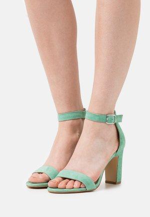 Sandály na vysokém podpatku - vert eau
