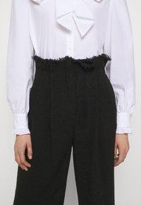Alberta Ferretti - TROUSERS - Trousers - black - 5