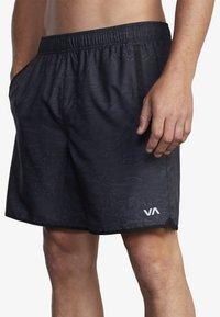 RVCA - Shorts - hawaiian camo - 2