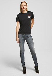KARL LAGERFELD - KARL TEE - Print T-shirt - black - 1