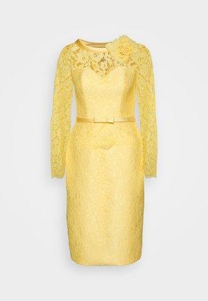 CAPEL - Koktejlové šaty/ šaty na párty - mimosa