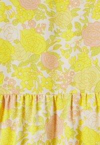 ONLY Petite - ONLATHENA DRESS - Kjole - white/yellow - 2