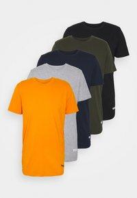 JCOZSPORT CURVED TEE 5 PACK - Basic T-shirt - black/navy blazer/forest night/dark sheddar