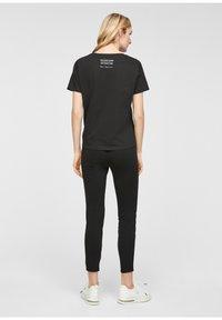 comma - Print T-shirt - black - 2
