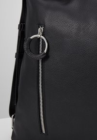 Zign - LEATHER SHOULDER BAG / BACKPACK - Reppu - black