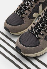 Veja - VENTURI - Sneakers basse - grafite/moonrock - 5