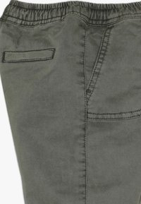 Cotton On - FLYNN PANT BABY - Trousers - silver sage - 3