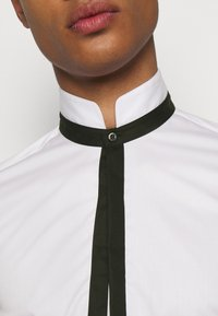 KARL LAGERFELD - MODERN FIT - Shirt - white - 3