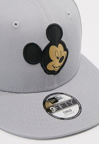New Era - MICKEY MOUSE 9FIFTY KIDS - Casquette - black/gold - 2