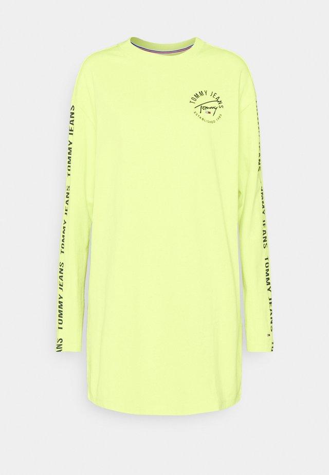 LOGO TAPE TEE DRESS - Robe d'été - faded lime/multi