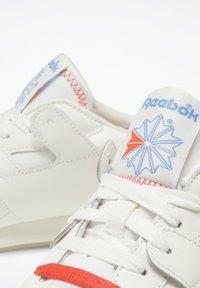 Reebok Classic - Sneakers - white - 6