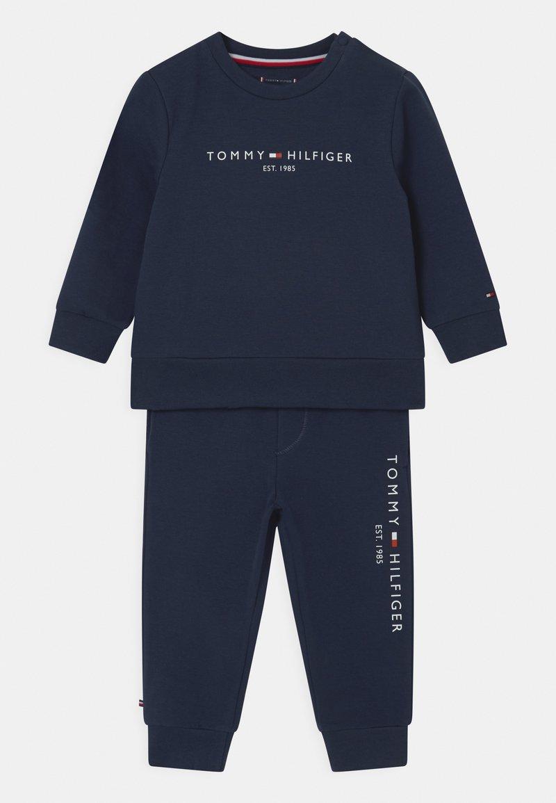 Tommy Hilfiger - BABY ESSENTIAL CREWSUIT SET UNISEX - Tracksuit - twilight navy