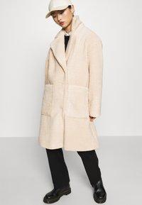 Selected Femme Petite - SLFNEW NANNA TEDDY JACKET  - Classic coat - sandshell - 3
