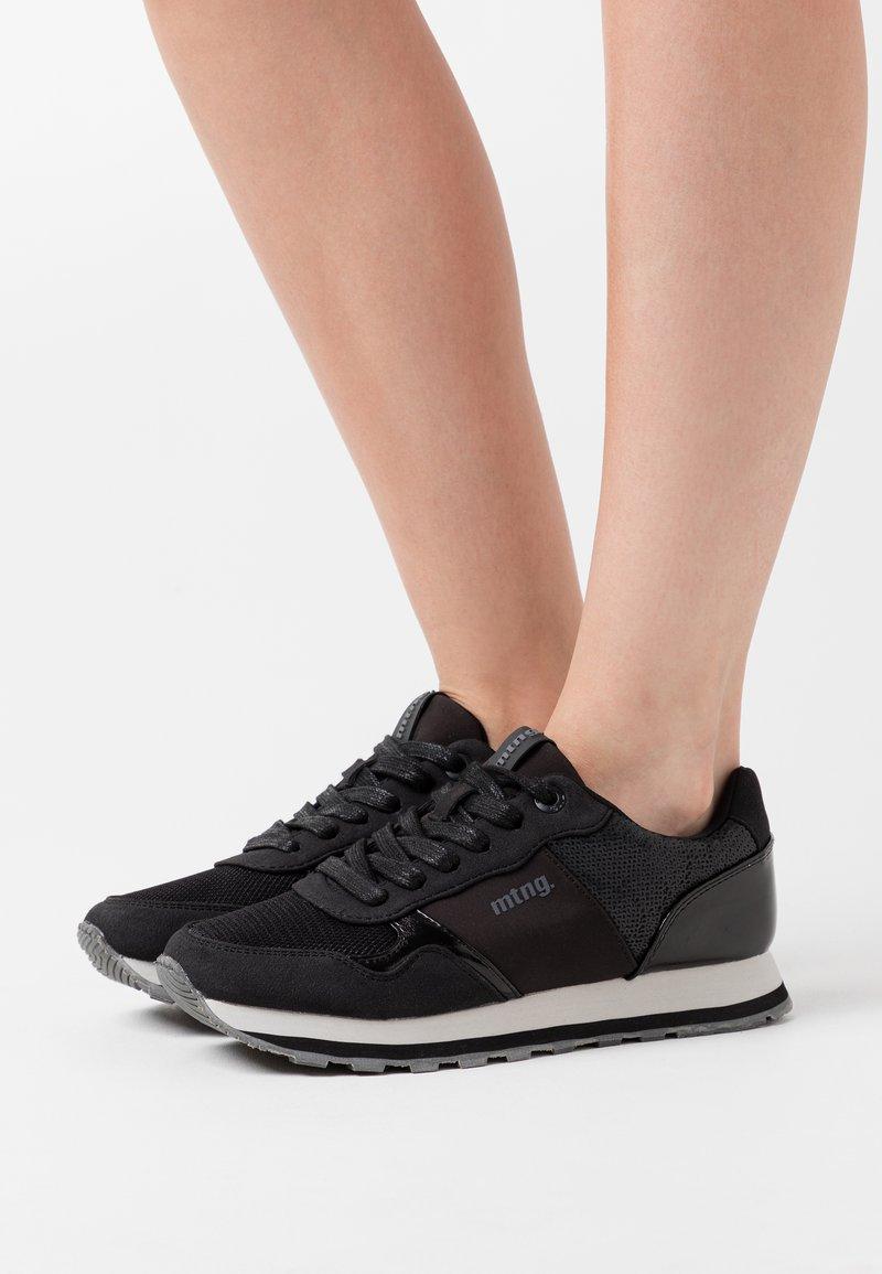 mtng - CORE - Zapatillas - black