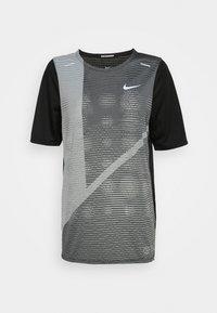 Nike Performance - RISE HYBRID  - Camiseta estampada - black/grey fog/silver - 4