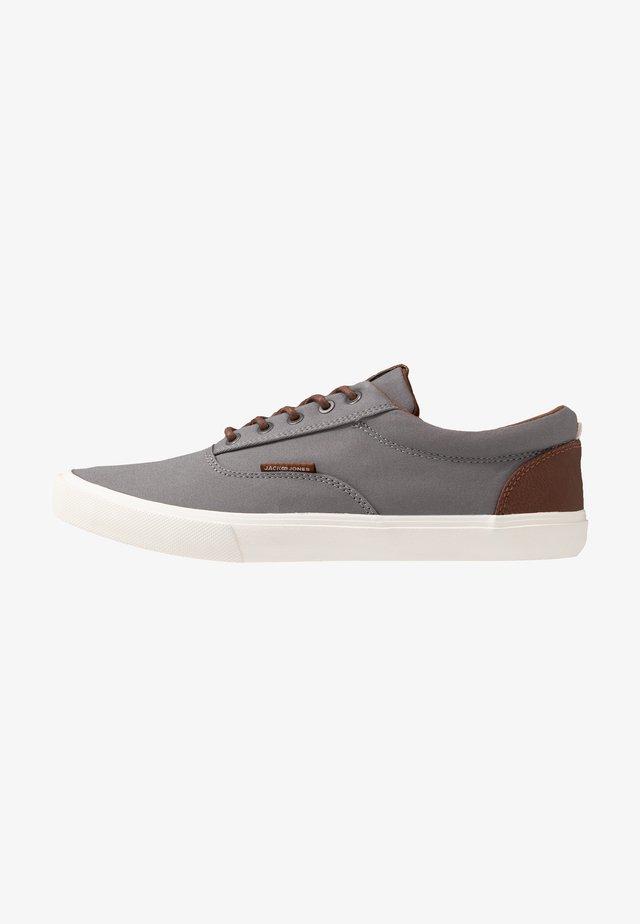 JFWVISION CLASSIC - Zapatillas - frost grey