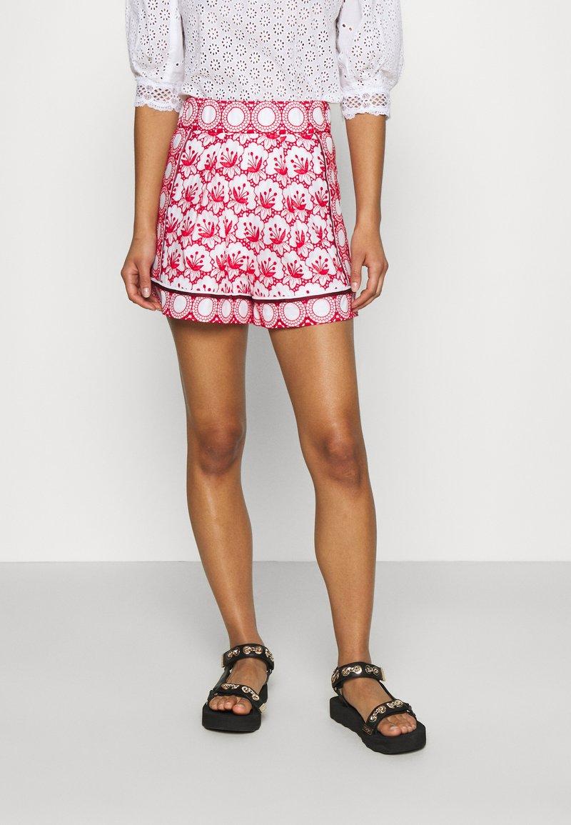 maje - IOLI - Shorts - rouge