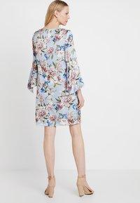 Apart - PRINTED DRESS - Robe d'été - light blue - 2