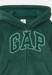 GAP - TODDLER BOY  - Kurtka z polaru - pine green - 2