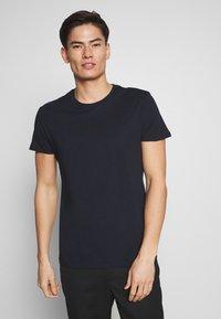 Pier One - 5 PACK - T-shirt basic - olive/ white/ navy /yellow /black - 6