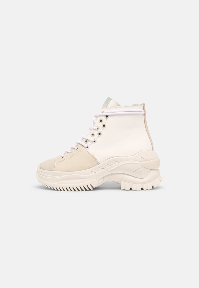 CHAINY - Sneakers hoog - off white