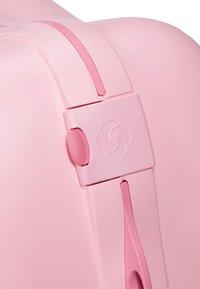 Samsonite - ZUM DRAUFSITZEN - Wheeled suitcase - pink - 4