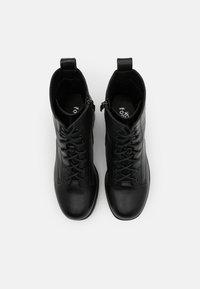 Koi Footwear - VEGAN  - Kotníkové boty na platformě - black/silver - 5
