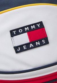 Tommy Jeans - HERITAGE BALL BAG UNISEX - Handväska - blue - 4