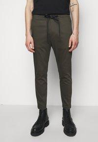 DRYKORN - JEGER - Trousers - mottled olive - 0