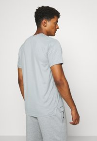 Nike Performance - DRY - Basic T-shirt - smoke grey/light smoke grey/heather/black - 2