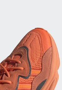 adidas Originals - OZWEEGO SHOES - Trainers - orange - 6