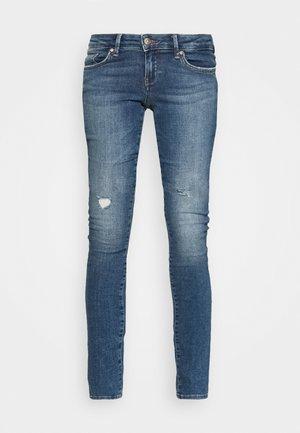 ONLCORAL LIFE SUPERLOW - Jeans Skinny - medium blue denim
