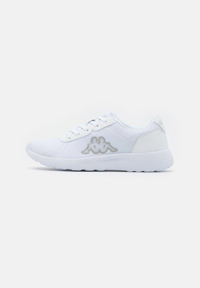 TUNES OC - Sportovní boty - white