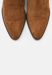 Hash#TAG Sustainable - Cowboy/biker ankle boot - caramello - 5