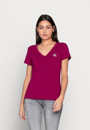 MONOGRAM SLIM V-NECK TEE - T-shirt basic - purple