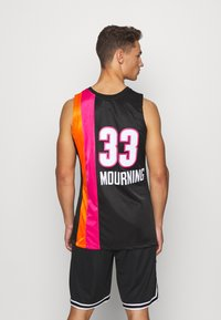 Mitchell & Ness - NBA MIAMI HEAT ALONZO MOURNING AUTHENTIC - Article de supporter - black - 2
