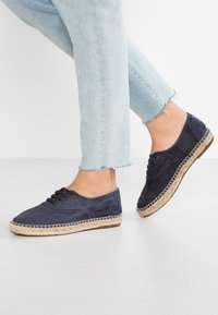Natural World - INGLES  - Espadryle - marino enz - 0