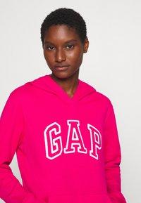 GAP - Bluza z kapturem - lipstick pink - 3