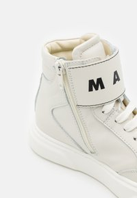 Marni - High-top trainers - offwhite - 5