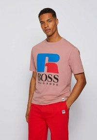 BOSS - Print T-shirt - light pink - 0